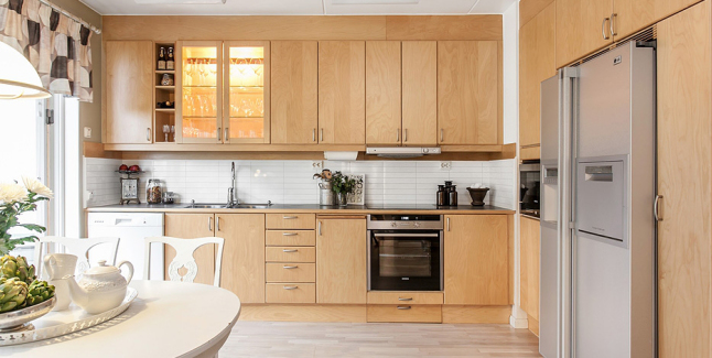 Apartamento luminoso en gotemburgo - Cocinas madera clara ...