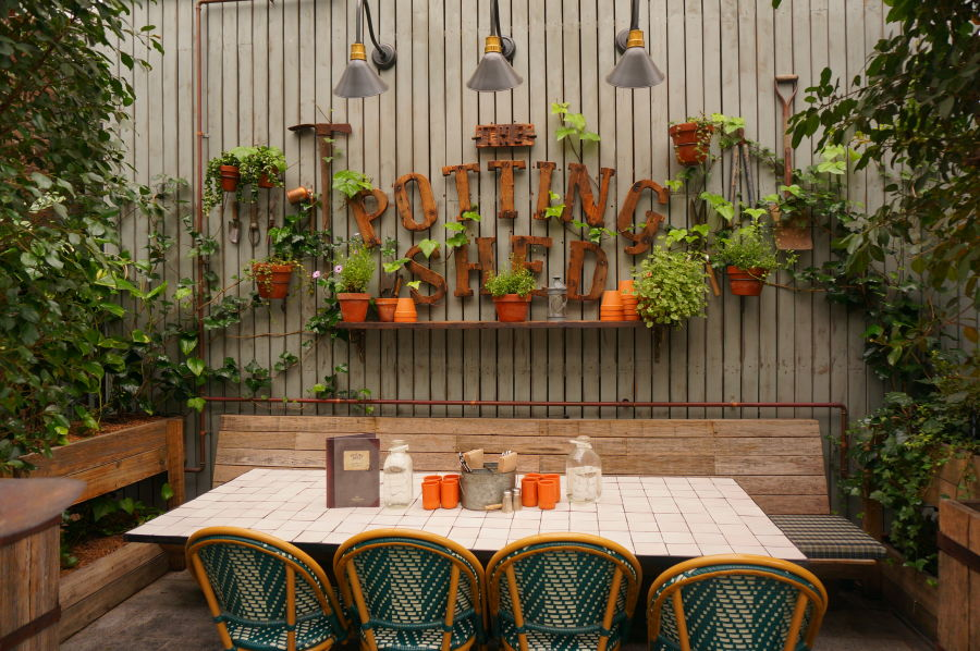 Restaurante the potting shed at the grounds - Decoracion restaurante rustico ...