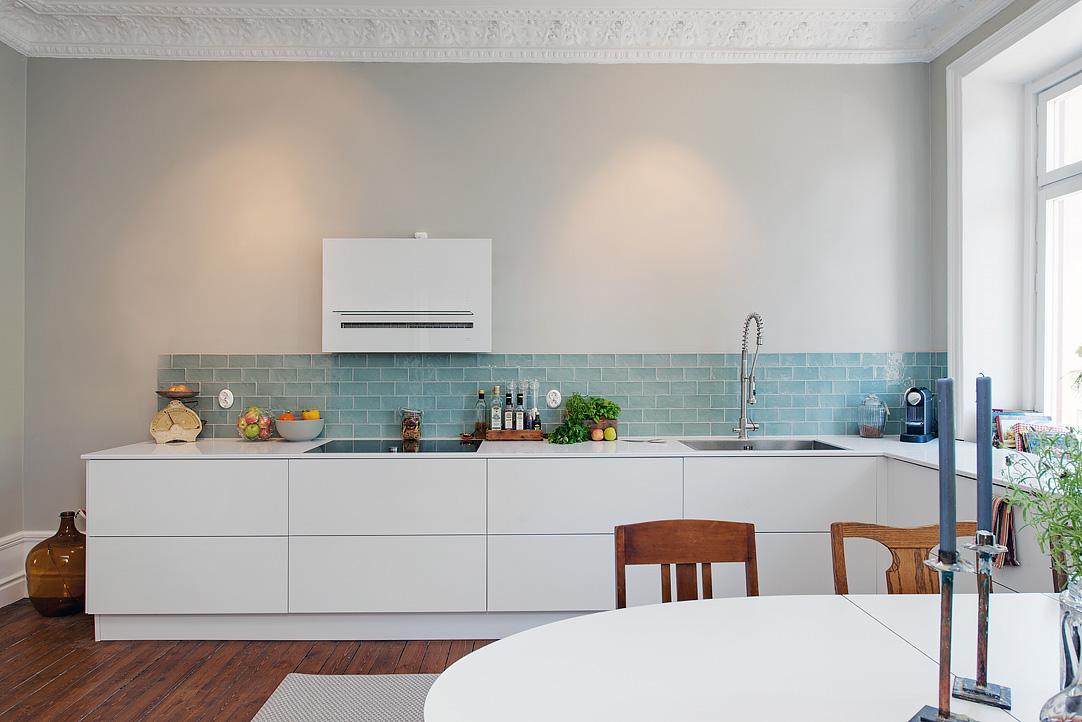 Apartamento se orial con mezcla de estilos - Azulejos cocina blanco brillo ...