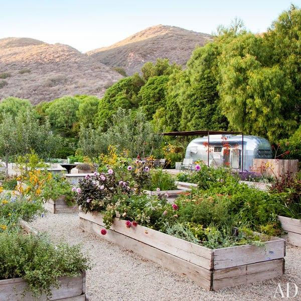 12.Casa de Patrick Dempsey-jardin con caravana-OAD