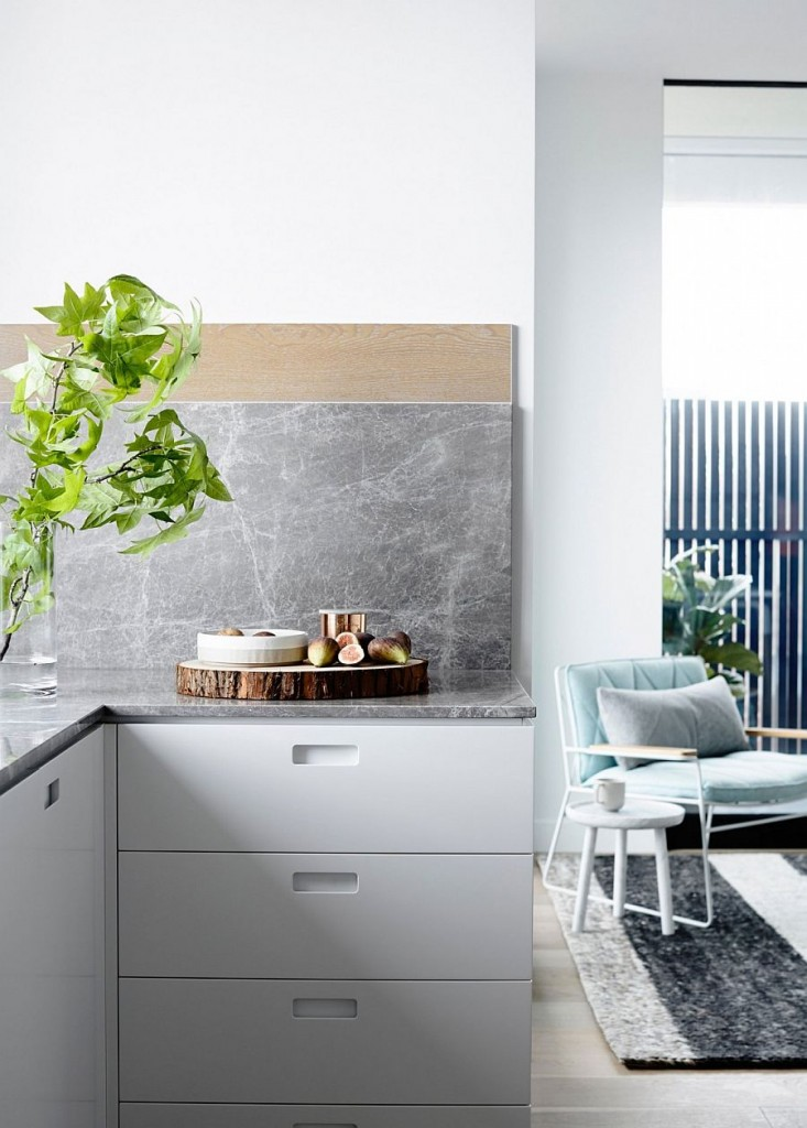 Apartamento en tonos pastel Melbourne - Cocina con texturas naturales