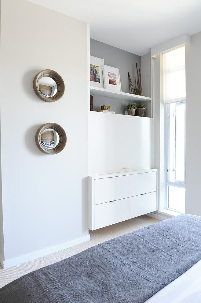 Piso blanco y gris - dormitorio espejos