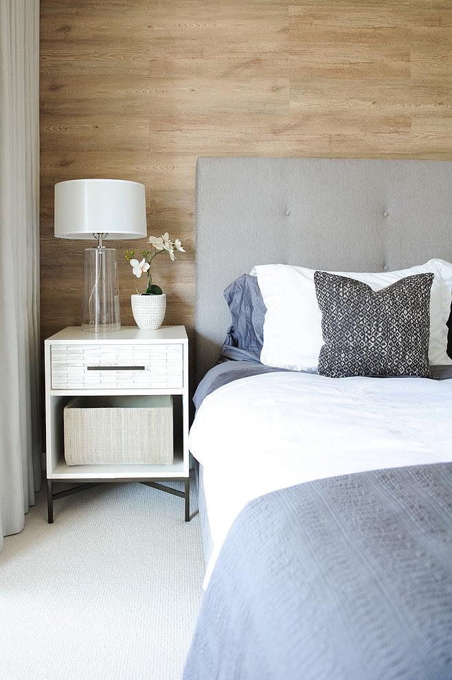 Piso blanco y gris - dormitorio mesilla
