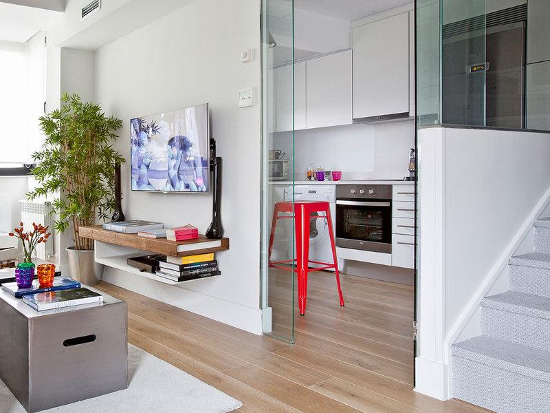 Blanco y color a doble altura for Cocina unida a salon