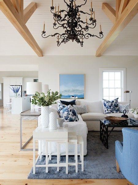 salon en blanco y azul artefactum. houseandhome