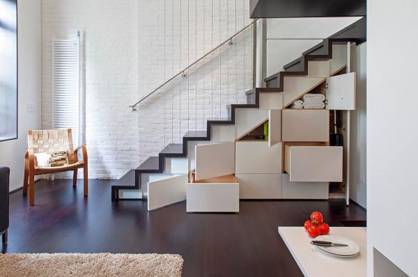 Reforma loft NYC - despues escaleras como almacenamiento