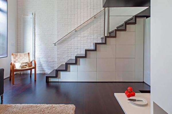 Reforma loft NYC - despues escaleras subida a dormitorio
