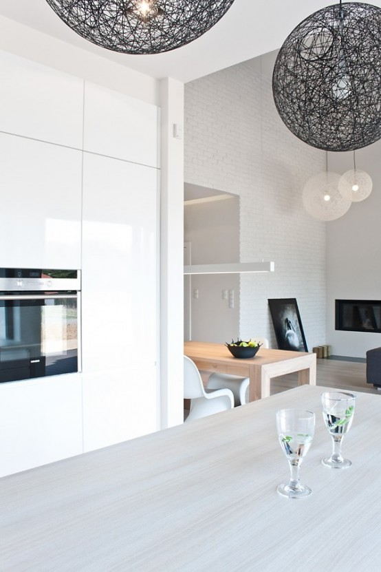 Casa en blanco y negro - cocina detalle