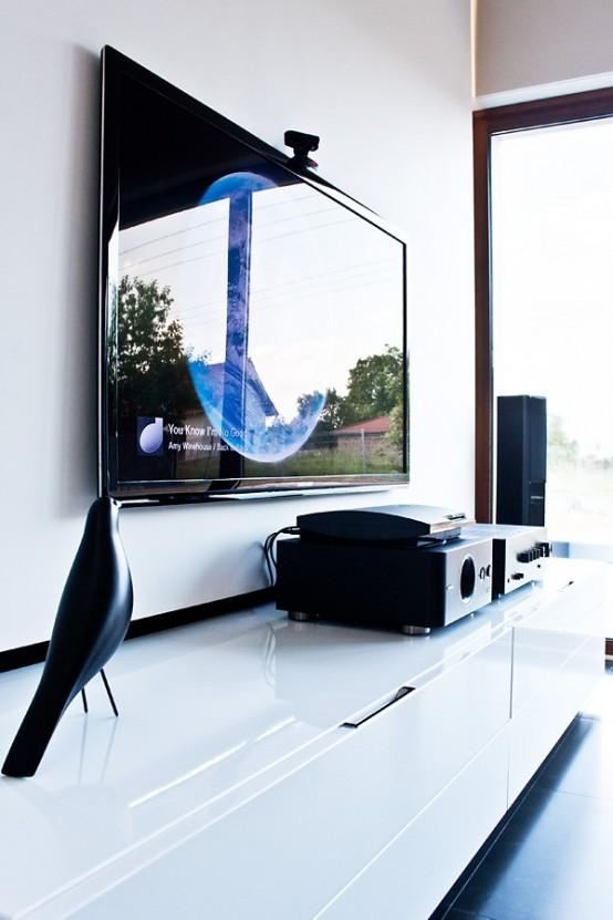 Casa en blanco y negro - mueble sencillo TV 2