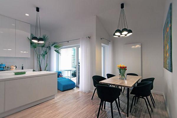 Apartamento moderno a varios niveles en polonia for Comedor pequeno moderno