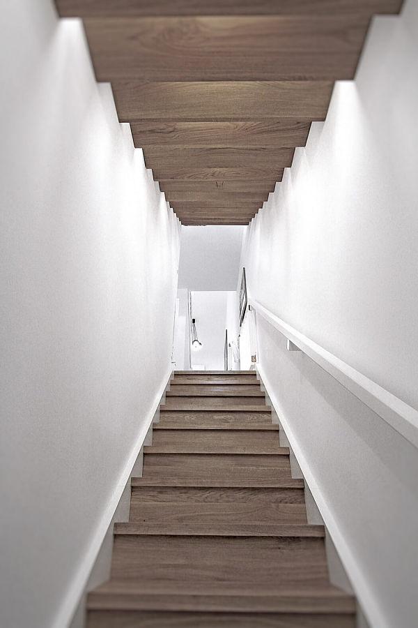 Apartamento moderno Polonia - Escaleras_opt