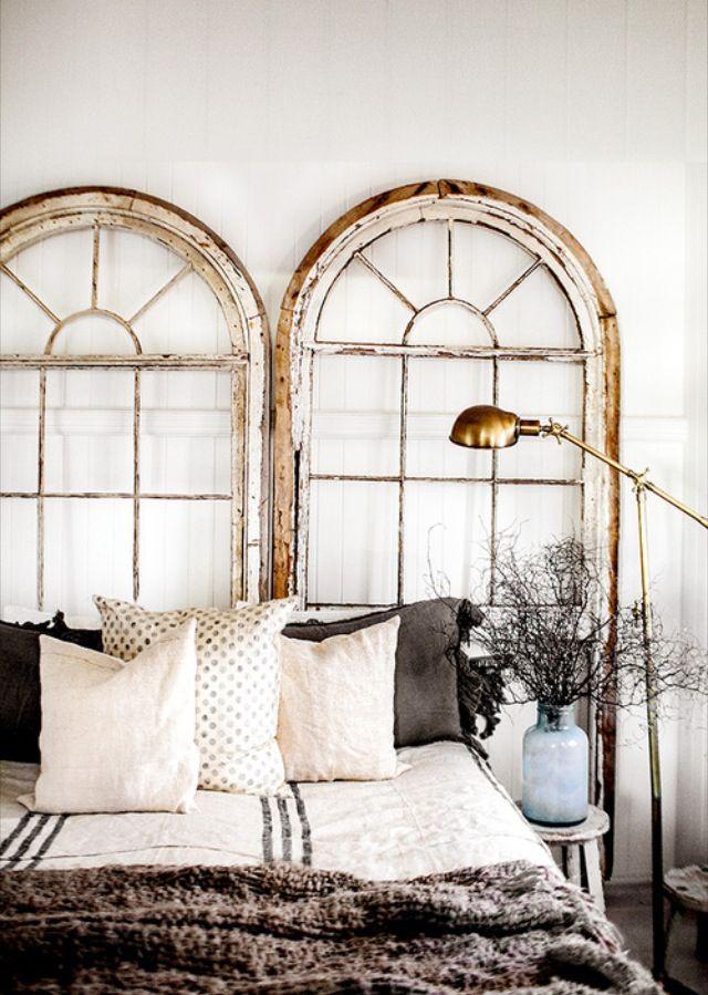 Puertas y ventanas antiguas como cabeceros for Puertas grandes antiguas