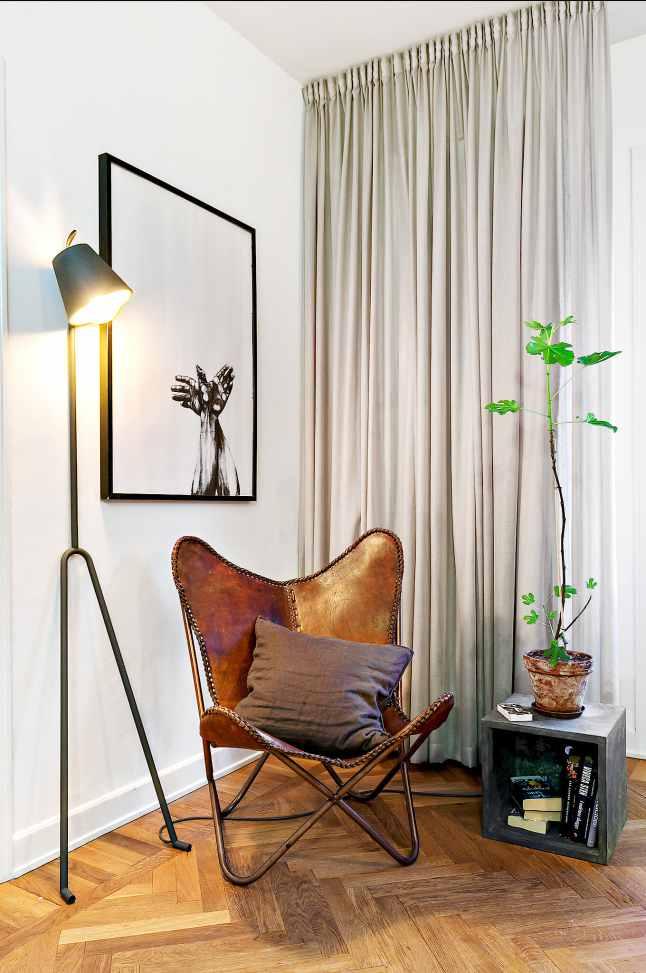 Pocos metros 05 - silla butterfly
